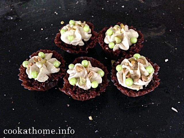 2015-09-27 Chocolate pistachio cupcakes