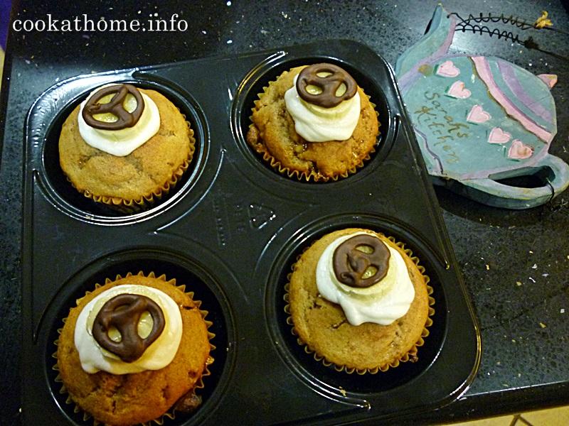 2015-11-01 'Peace' Banana toffee cupcakes