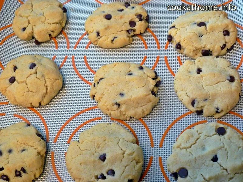 almond-flour-choc-chip-cookies-8800x600