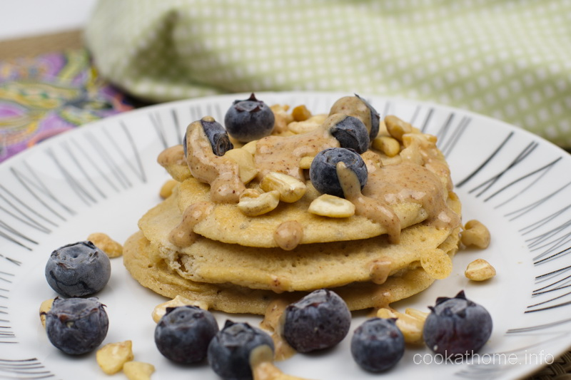 Using almond flour helps to give these almond flour pancakes an extra nutritious start to the day! #pancakes