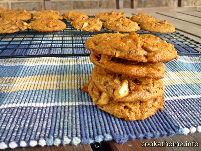 Apple spice cookies, made with Paleo-friendly ingredients, bring magic to your mouth any time of the year! #cookies
