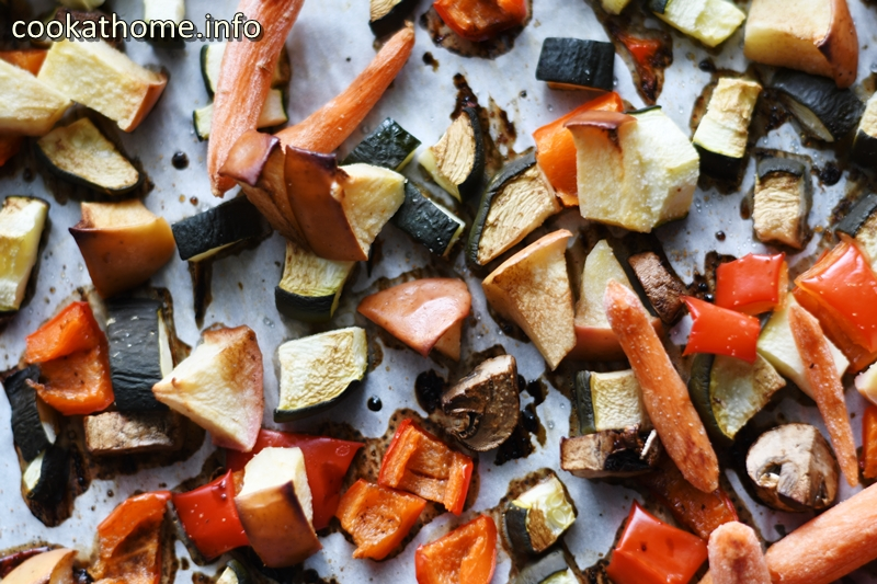 A simple method of getting tasty roast veggies, any day of the week! Drizzled with balsamic vinegar for that extra flavor kick! #veggies