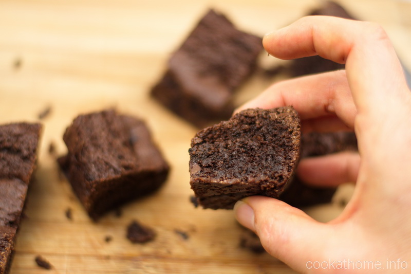Gluten free brownies that are so cakey and delicious - a treat for any meal, any time of the year! #brownies