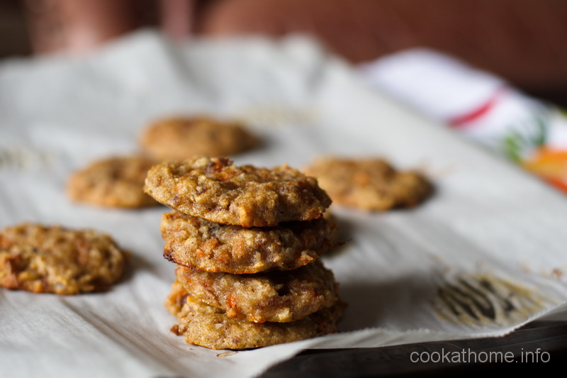 These carrot cake cookies have a healthy moist carrot cake flavor, all in an easily portable cookie form. #carrotcake