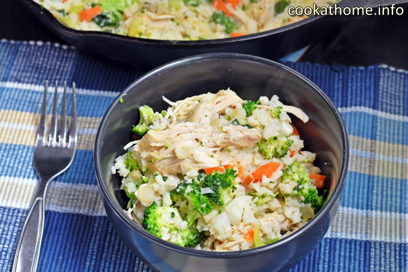 A yummy creamy chicken risotto, chock full of vegetables and with non-dairy, non-grain options available. #risotto