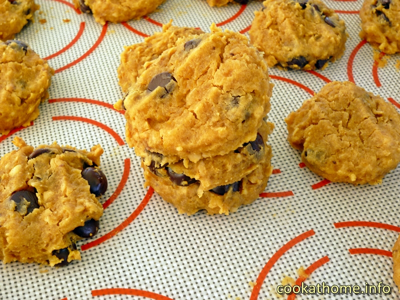 chickpea-peanut-butter-choc-chip-cookie-800x600
