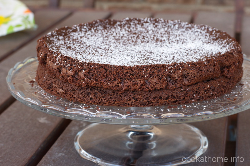 A moist, flourless chocolate cake that is the 'best' one I've ever made, according to my family! #flourless #chocolatecake #cookathome #glutenfree #dairyfree