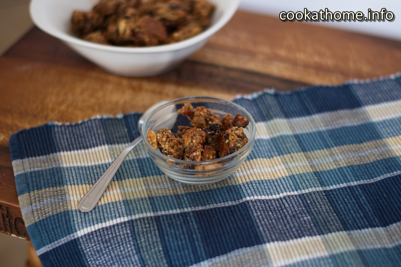 Egg white granola - with the added protein boost from the egg whites, this Paleo-friendly, no added sugar granola is great for breakfast, or as a snack, or whenever! #granola