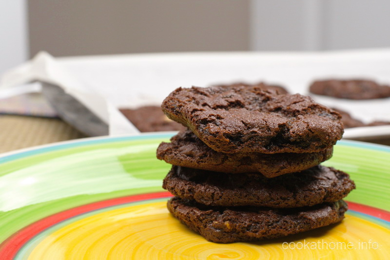 Rich and cake-like flourless brownie cookies that are gluten and dairy-free with an awesome texture. #brownies