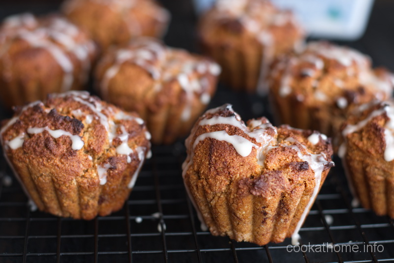 These are moist and spicy gluten and dairy-free gingerbread muffins, guaranteed to please the whole family. #gingerbread
