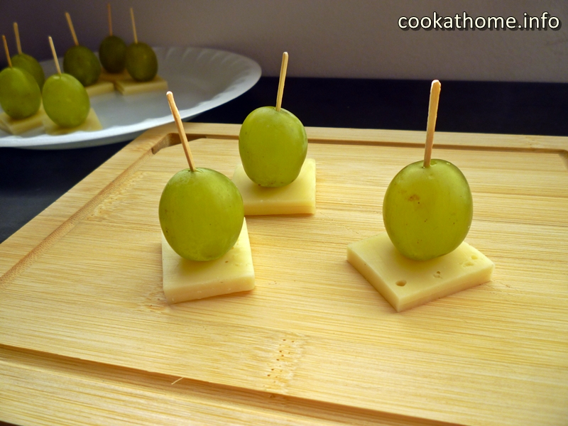 Two simple ingredients - grapes and cheese - but they give your appetizers a unique twist! #appetizer