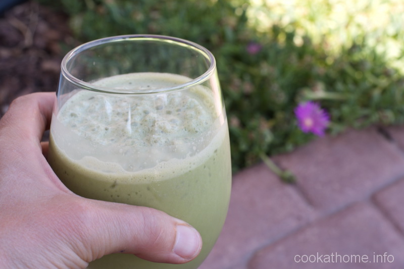 This iced matcha latte is a refreshing drink for those hot summer days - full of good nutrients to keep you going! #matcha #cookathome #glutenfree #dairyfree #paleo