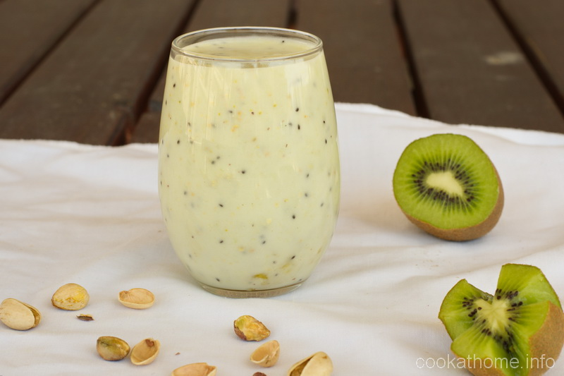 This kiwi pistachio smoothie is a unique combination of flavors, but so refreshing for those hot summer afternoons! #smoothie #cookathome #glutenfree #dairyfree #paleo