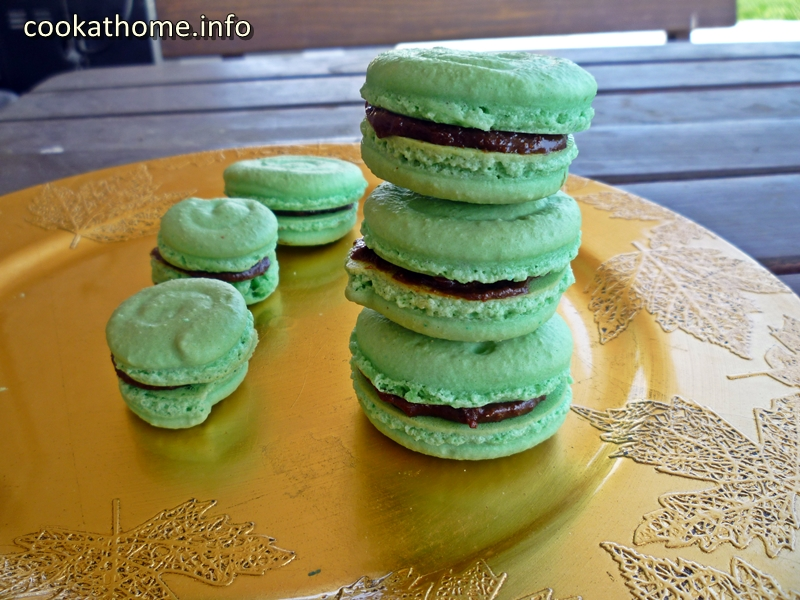 Mint Chocolate French macaroons - Cook at Home - Cook at Home