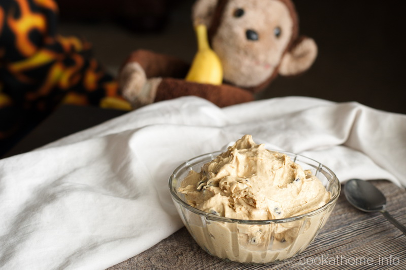 Using ripe bananas for the texture, you gotta check out this healthy peanut butter chocolate ice cream with no refined sugar, perfectly gluten and dairy free! #icecream #cookathome #glutenfree #dairyfree