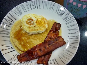 Pancake, bacon & eggs