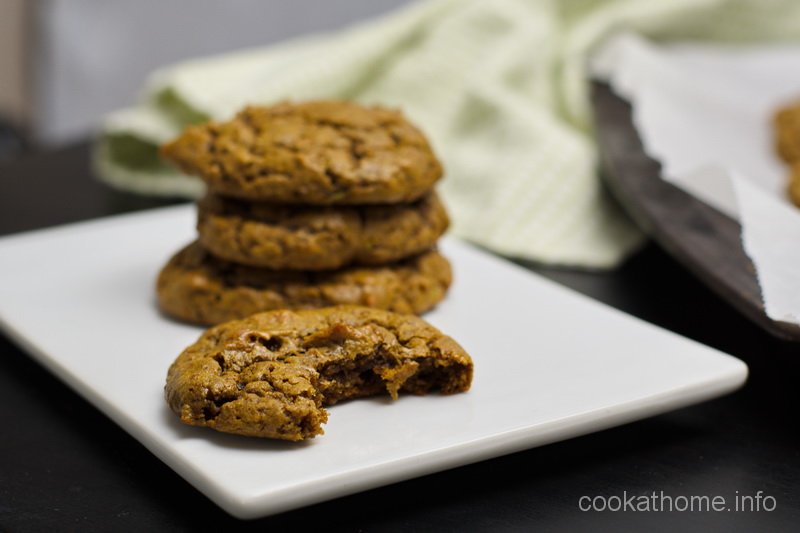 Peanut butter avocado cookies - an unusual combination of ingredients but these peanut butter cookies are so soft and chewy #peanutbutter