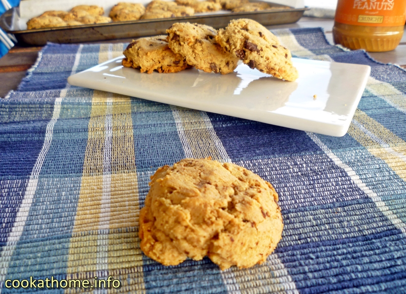 peanut-butter-choc-chip-cookies-800x600
