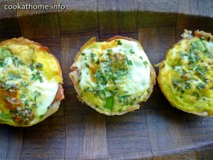 What's better than an egg frittata muffin?  These Whole30 compliant prosciutto wrapped frittata bites, that's what! #frittata
