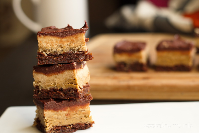 This refined sugar-free chocolate peanut butter slice is also gluten, dairy and egg-free, but still really tasty for chocolate and peanut butter together. #chocolatepeanutbutter