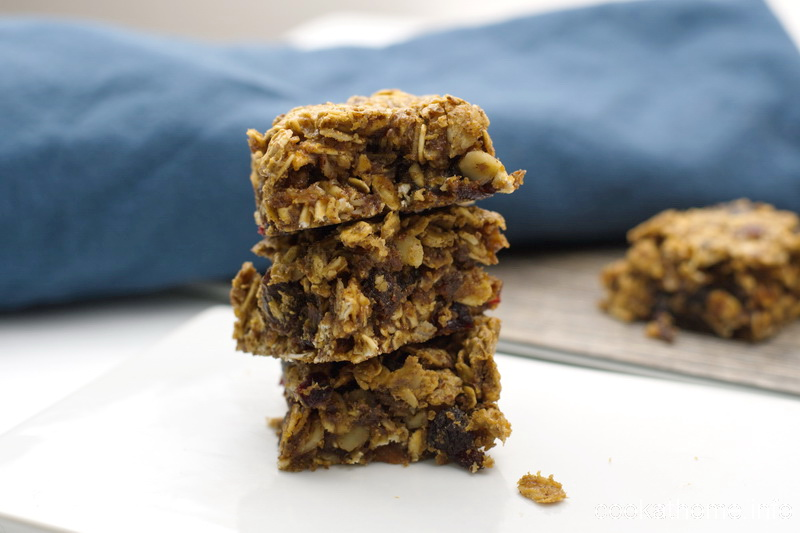 A healthy gluten-free, dairy-free and nut-free soft-baked oatmeal bar, full of soft and chewy oat-ey goodness! #oatmeal