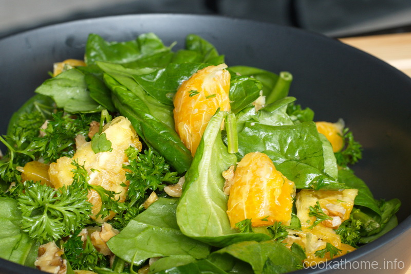 A refreshing spinach orange salad with the contrasting flavors of spinach and orange with nuts for added crunch #spinach #salad #cookathome #glutenfree #dairyfree