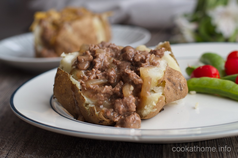 A gourmet baked potato, with a classic beef stroganoff topping, minus the mushrooms, for a Whole30 compliant meal #stroganoff