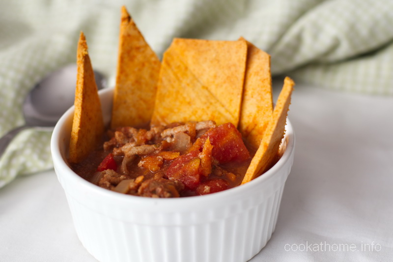A low-calorie, gluten and dairy-free hearty taco soup that is healthy comfort food. #tacosoup