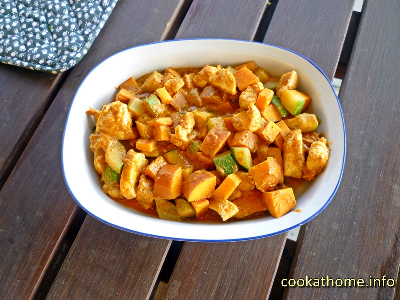 Almonds, pumpkin (or sweet potato), zucchini combined with your choice of protein - an awesome gluten-free Thai almond chicken curry you've just got to try! #curry