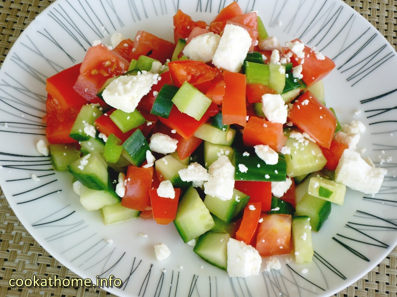 Tomato and cucumber salad (800x600)