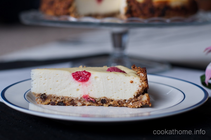 A white chocolate berry cheesecake, baked that combines the amazing flavorsof white chocolate and fresh berries. Add in a gluten-free crust and you have deliciousness! #cheesecake #cookathome #glutenfree #dairyfree